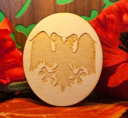 aquila bicipite su ovale in legno