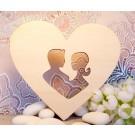 innamorati intagliati su cuore