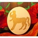 centauro inciso su ovale in legno