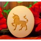 Unicorno con zampa sollevata su ovale