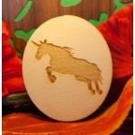 vale in legno con incisione di unicorno