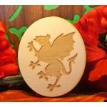 grifone rampante su ovale in legno
